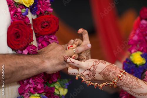 Foto Murales elements of Vedic wedding wearing rings close up