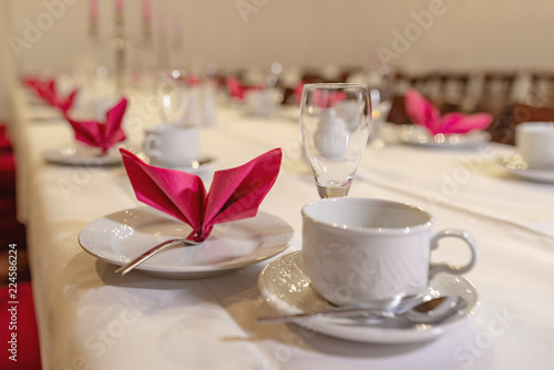 festlich gedeckte Kaffeetafel - 224586224