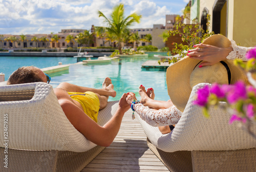 Foto Murales Couple on vacation in luxury resort