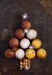 Quadro Assorted muffins in the shape of a Christmas tree on the old black rusty metal background. Top view.