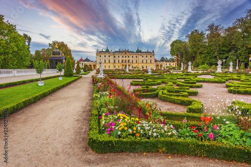 Zdjęcia na płótnie, fototapety na wymiar, obrazy na ścianę : Garden in the Branicki Palace Bialystok Poland