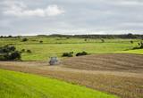 agriculteur au travail - 225009869