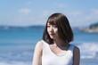 海と女性・湘南