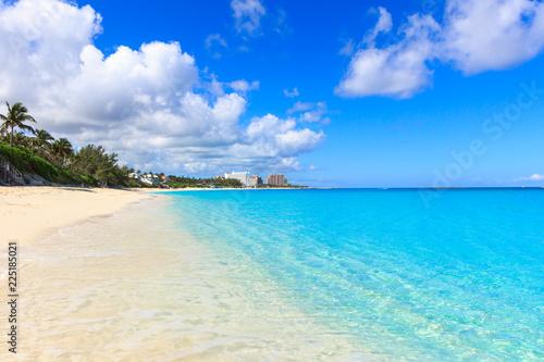 Fototapeten Strand Public Paradise beach in Nassau, Bahamas.