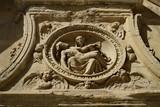 Pieta,  bas relief, Vierge tenant le Christ dans ses bras - 225208633