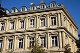 Façade à colonnes à Paris, France - 225282647