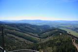 Widok gór i przełęczy z tarasu widokowego, dolni morava, ścieżka w obłokach w Czechosłowacj.