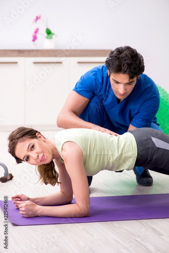 Poster Fitness instructor helping sportsman during exercise