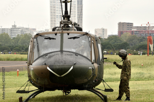 Fototapeta 陸上自衛隊の多用途ヘリコプター