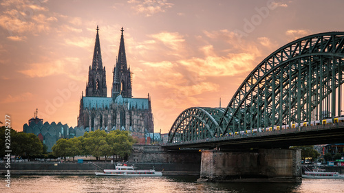 Leinwanddruck Bild Cologne Cathedral and Hohenzollern Bridge, Cologne, Germany