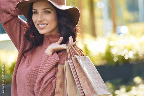 Foto Murales Beautiful young woman with shopping bags