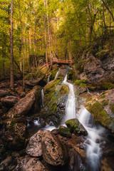 Wasserfall mit Herbststimmung, Myrafälle © lukas_magpie
