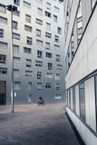 immeuble habitation quartier béton moderne fenêtre architecture se déplacer sortir calme perspective la défense street photo