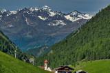 wiosenna panorama Alp austriackich widokiem na wioskę Vent