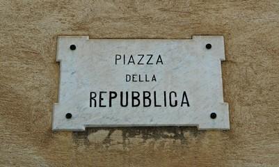 Italy: Road Signal (Republic square).
