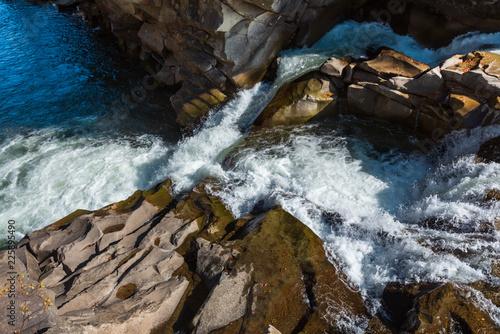 Foto Murales Prut River, Yaremche, Ukraine.