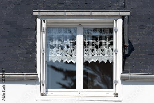 Foto Murales Ein Haus und ein Fenster