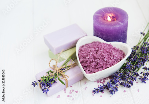 Heart-shaped bowl with sea salt, soap and fresh lavender flowers - 225985040
