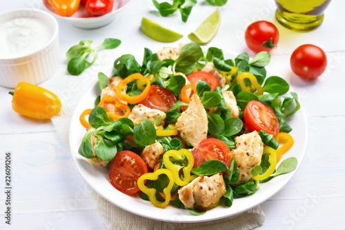 Leinwanddruck Bild Chicken salad with vegetables