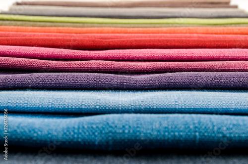 Próbki kolorowych tkanin