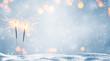 Leinwanddruck Bild - zwei brennende wunderkerzen im schnee