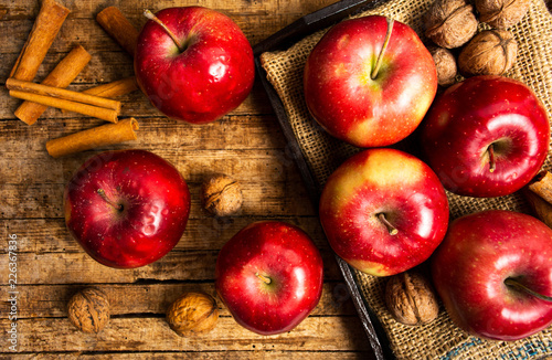 Foto Murales Apples on a rustic wooden table