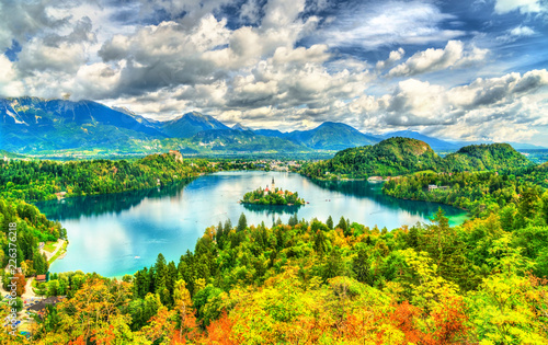 Leinwanddruck Bild Panoramic view of Lake Bled with the island in Slovenia