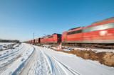Lokomotive im Schnee Kohlewaggons