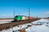 Zug in Fahrt Gütertransport bei Schnee