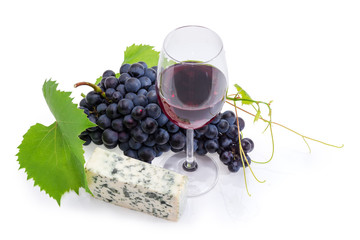 Red wine against of blue grapes and blue cheese