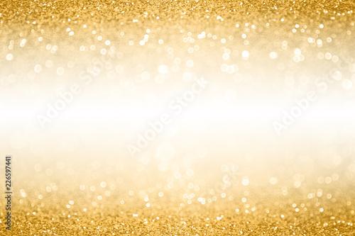 Tło granicy złotym brokatem na rocznicę, urodziny lub zaproszenie na Boże Narodzenie z białą spacją