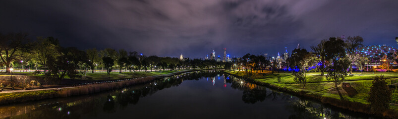 Melbourne Yarra River © picturex