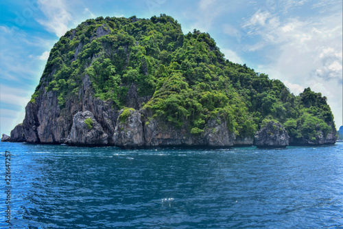 Fototapeten Strand Tropical Island paradise. Southern tip of Phi Phi Don, Thailand.