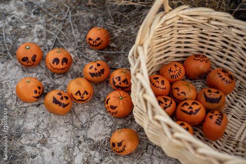 Cukierek albo psikus zdrowa alternatywa Mandarynkowe pomarańcze Jack o Latarnie twarzy