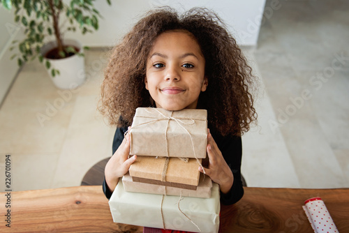 Foto Murales Cute girl with Christmas presents