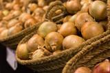 bulb onion in wicker baskets on market counter - 226704646