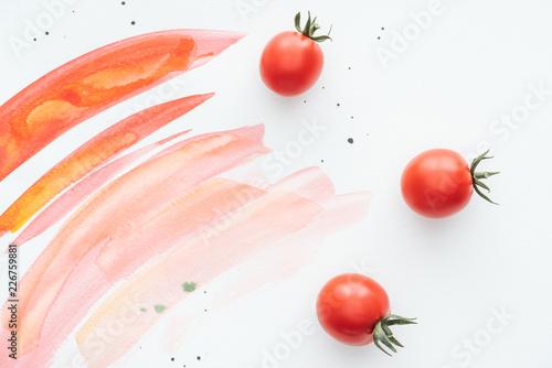 widok z góry pyszne pomidory cherry na białej powierzchni z czerwonymi uderzeń akwarela