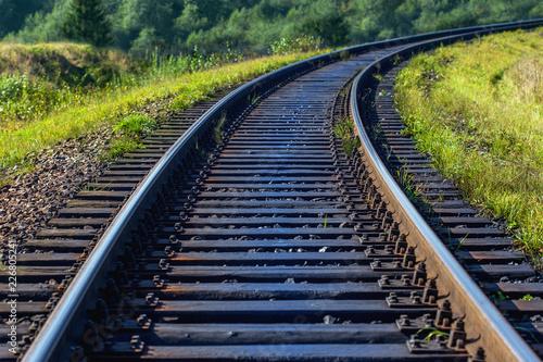 tor kolejowy w jasny słoneczny dzień