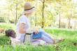 Quadro açık havada piknik yapan kadın