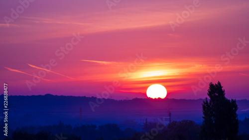 Lever de soleil sur horizon dégagé