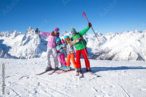 Leinwandbild Motiv family in alpin ski resort