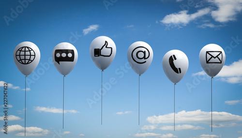 3D Illustration weiße Luftballone mit Wolkenhimmel Kommunikation
