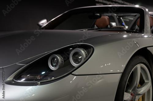 Auto, Sportauto in der Garage - 227073641