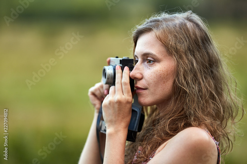 Foto Murales Woman with vintage camera