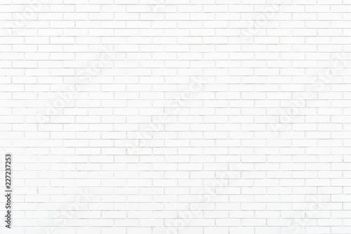白色のタイル壁
