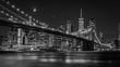 canvas print picture - Brooklyn Bridge in New York mit Manhattan Skyline bei Nacht in schwarz/weiß