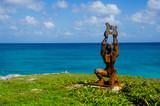 Estatua a la orilla del mar - 227363291