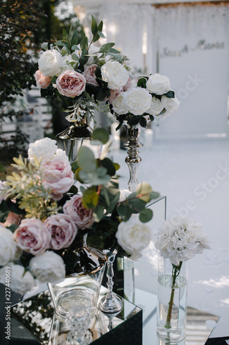 Indoors wedding decoration with fresh flowers