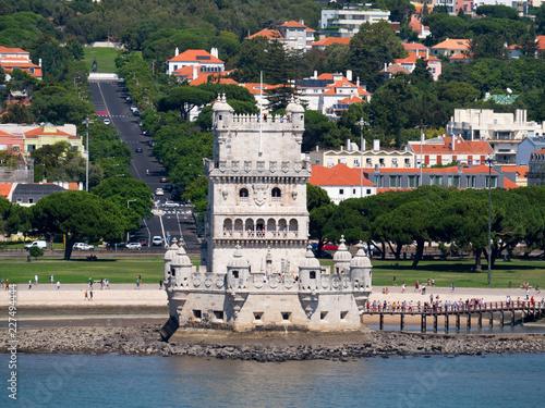 canvas print picture Torre de Belém vor der Stadt