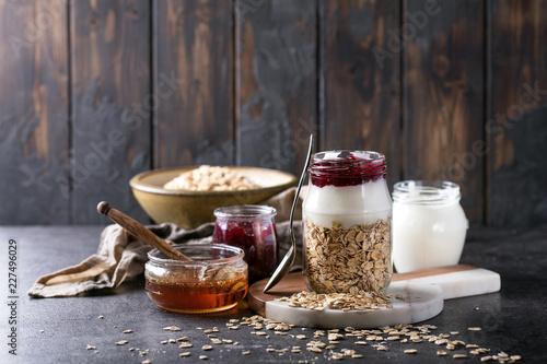 Foto Murales Dry oats served with fresh greek yogurt